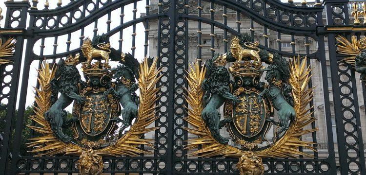 Gates of Buckingham Palace.