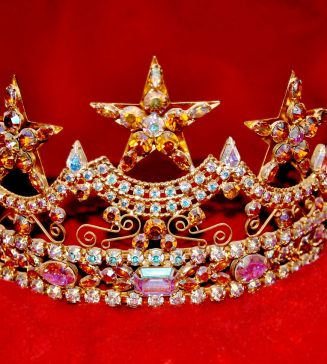 A picture of a bejewelled tiara.