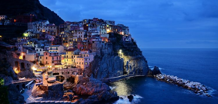 A hillside in Italy by the ocean.