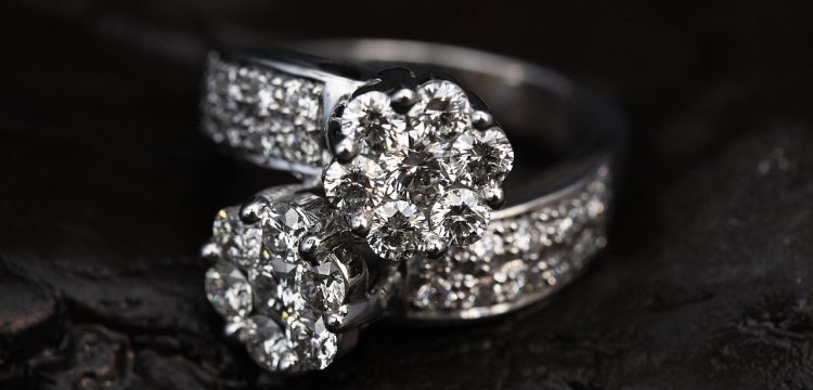 Two diamond rings, one atop the other.