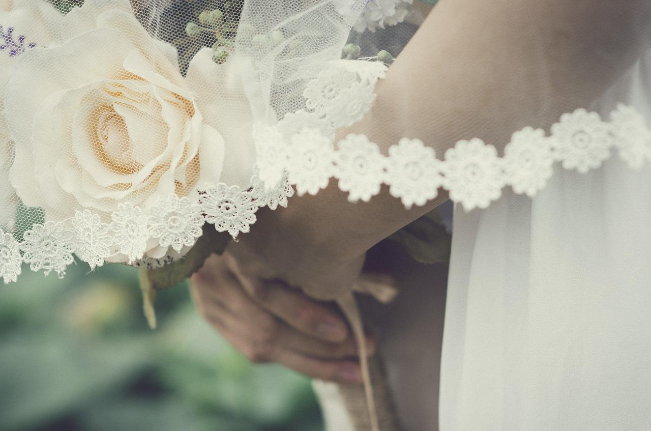 Sixties inspired wedding veil.