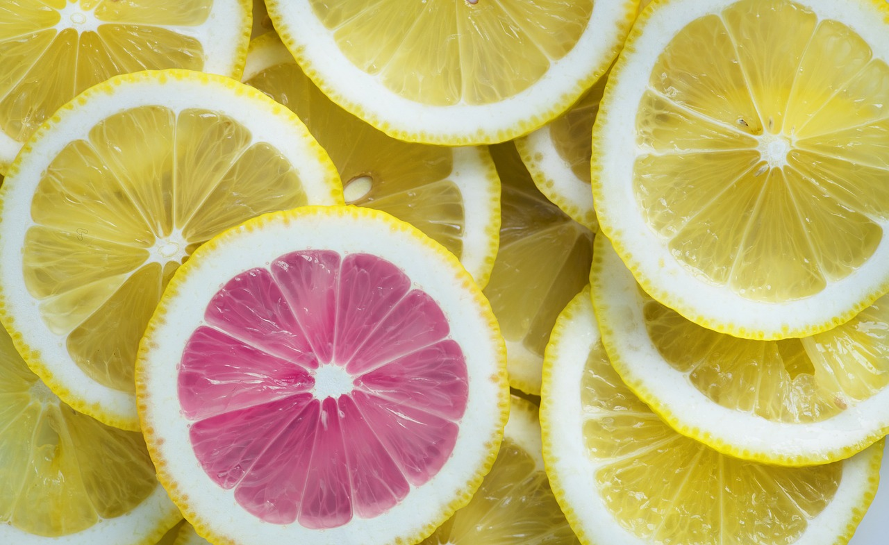 Yellow lemon slices and one pink grapefruit slice.