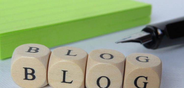 """Letter blocks that spell out the word """"blog""""."""