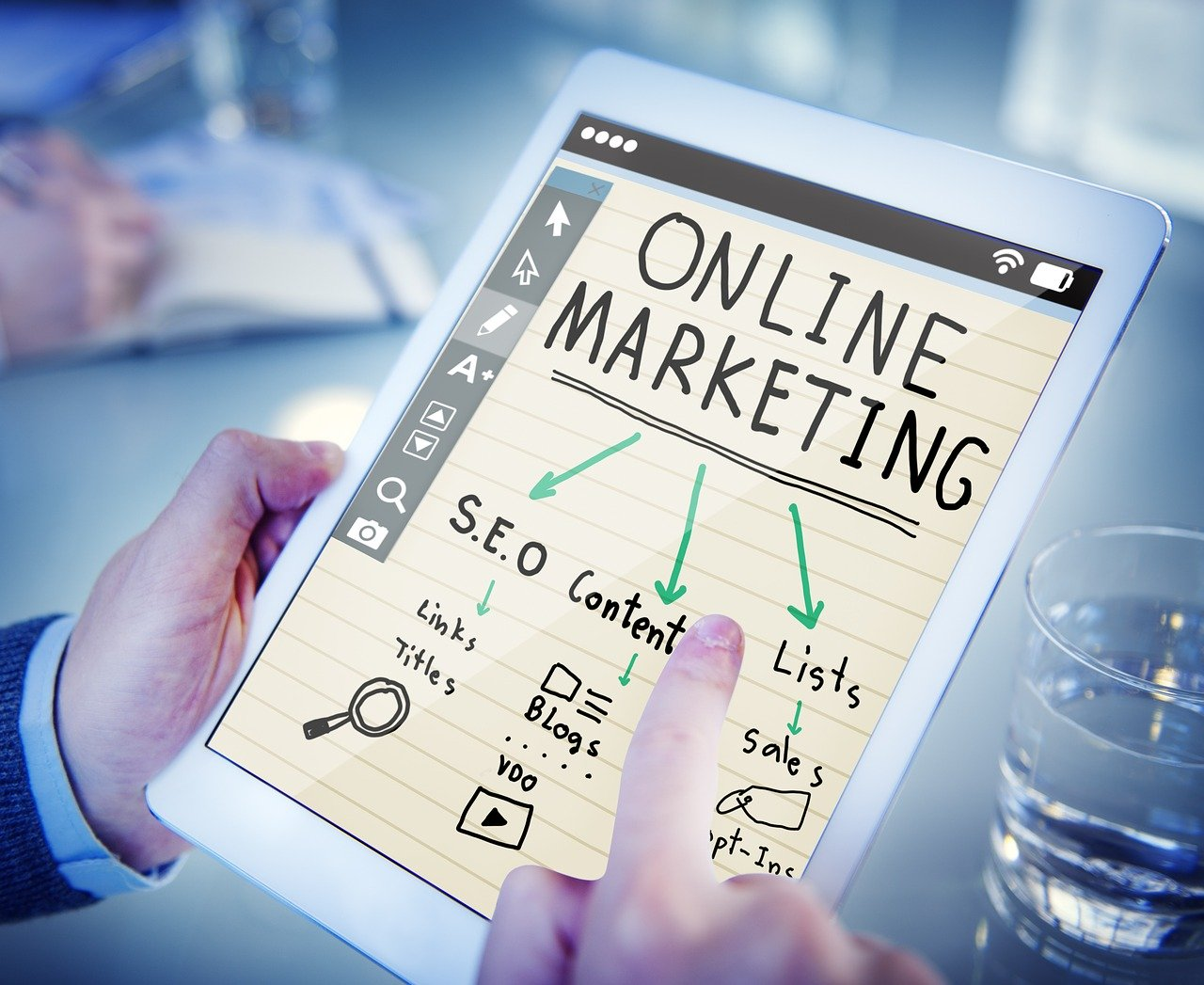 Online marketing graphic.