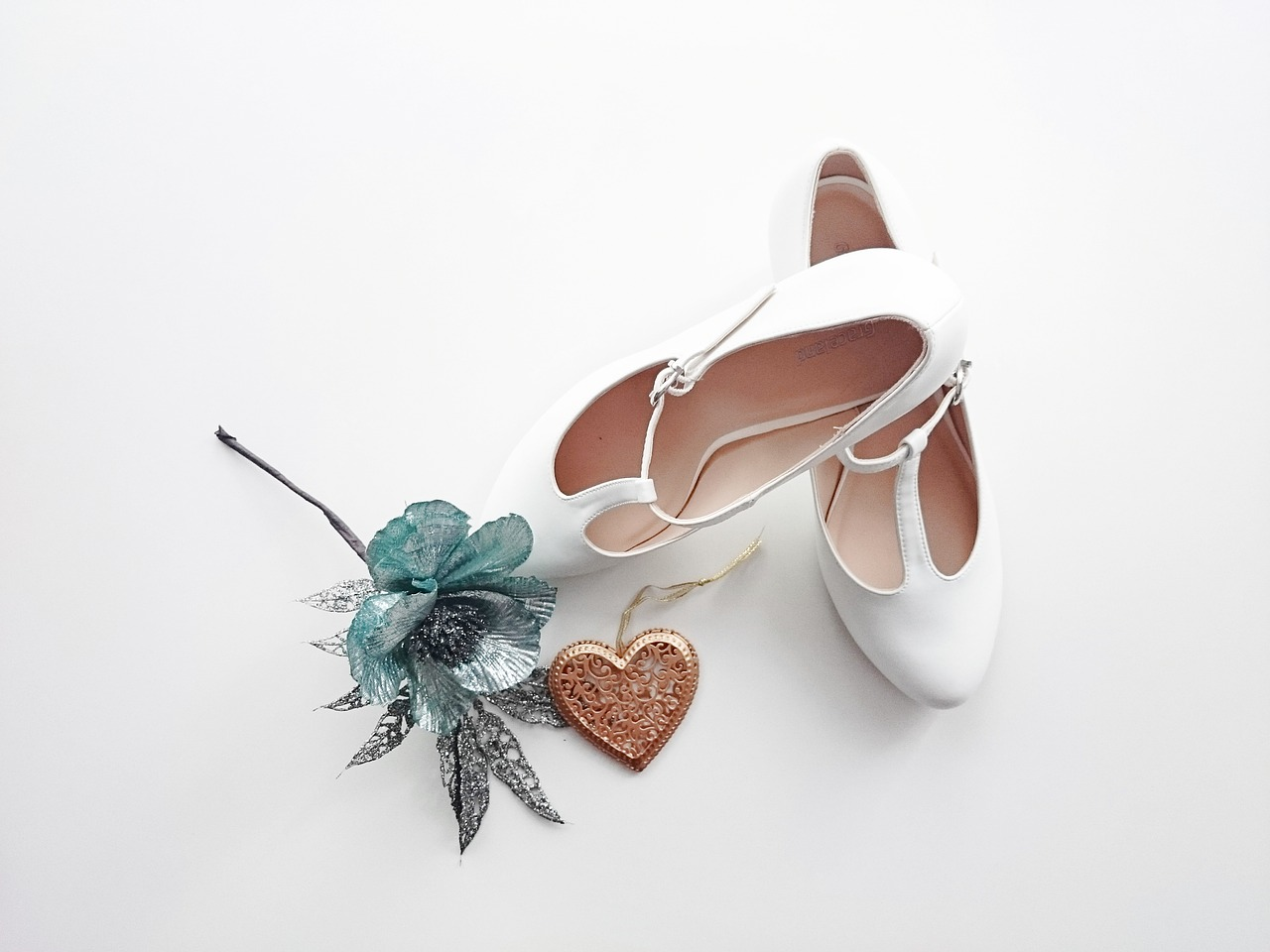 Bridal shoes with a flower.