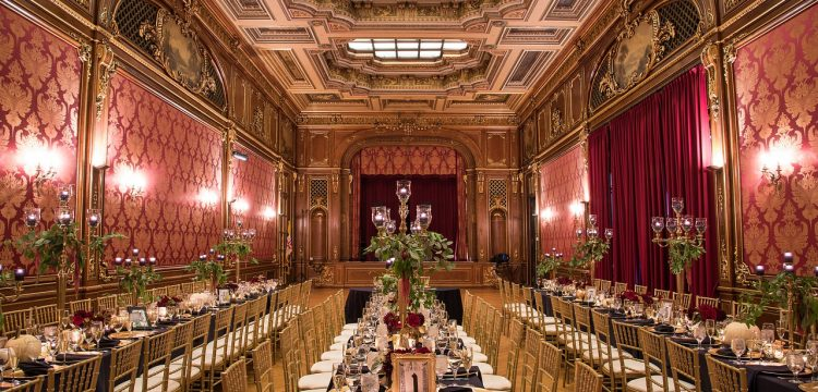 Sumptuously decorated reception room.