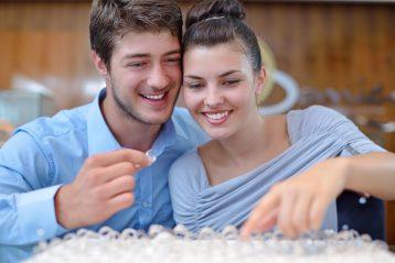 Couple choosing a ring.