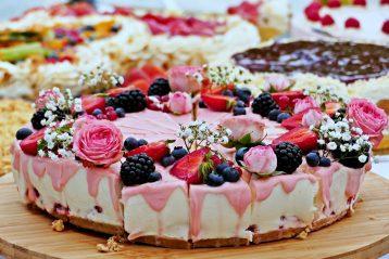 Single tier wedding cake.