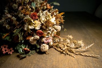 A bouquet of dried flowers.
