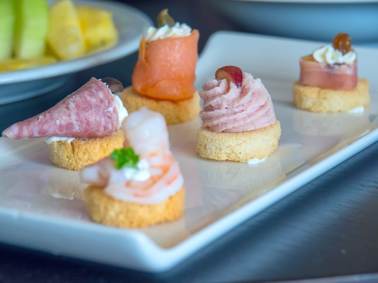 Hors D'oeuvres on a plate.